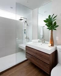 kleines badezimmer dusche glas abtrennung holz
