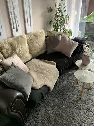 kleines sofa ohne kissen decken