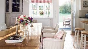 esszimmer mit country charme helle möbel romantische deko
