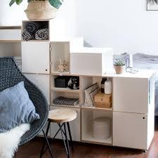 raumteiler regal für das schlafzimmer treppenregal weiß mit türen und schubladen modular 178x133x35 cm stocubo