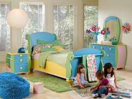 Family Comes Together When Decorating Kids Bedroom