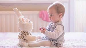 comment bébé apprend à parler et à quel âge magicmaman