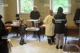 tenir un bureau de vote edition de briey photos a chacun sa façon de voter dans le pays