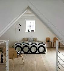 chambres sous combles deco chambre sous comble gallery of carnet dco de combles lire