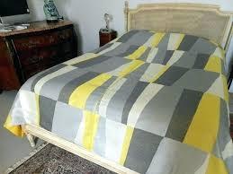 jeté de canapé jaune couvre lit moutarde awesome jete with couvre lit moutarde