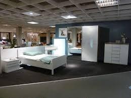 schlafzimmer in weiß sonoma eiche nachbildung inkl schrank kommode und bett