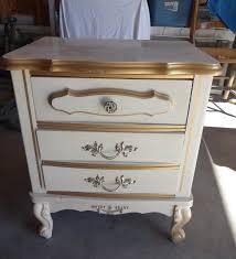 createinspire} How to Paint Plastic Laminate furniture