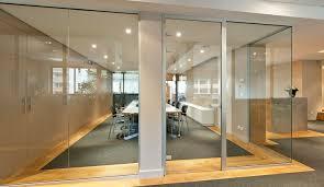 cloisons bureaux les cloisons vitrées bord à bord toute hauteur espace cloisons alu
