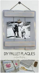 DIY Pallet Plaques Easy Crafts