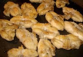 cuisiner les cuisses de grenouilles cuisses de grenouilles sautées au beurre à l ail et au persil