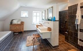 75 landhausstil badezimmer mit schwarzen fliesen ideen
