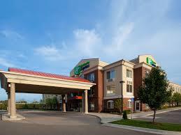 Lamp Post Inn Hotel Ann Arbor by Holiday Inn Express U0026 Suites Detroit Farmington Hills Hotel By Ihg