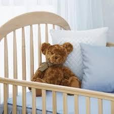 quand mettre bébé dans sa chambre bébé doit il avoir sa chambre à lui education bébé nestlé bébé