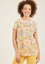 short sleeved peter pan collar top in buttercup modcloth