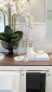 fliesen badezimmer beispiele baddeko kerzen flaschen und