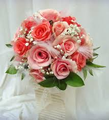 Beautiful Tropical Wedding Flowers Bouquets Combined With Peach Roses And Green Leaves Also Soft White Fur Beautify Arrangements