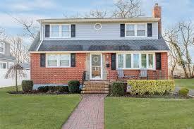 100 Houses For Sale Merrick 1684 Foxglove Rd