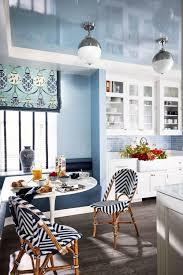 blaue und grüne tapete zimmer möbel weiß innenarchitektur