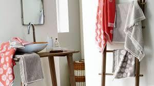 10 accessoires um platz im badezimmer zu sparen
