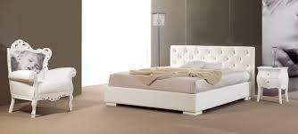 chambre avec tete de lit capitonn lit avec tête de lit capitonné simili cuir piermaria so nuit