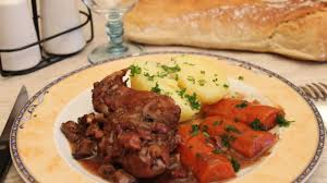 cuisiner du lapin facile cuisine recette le lapin ã la bourguignonne plats cuisine vins