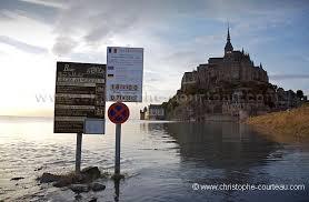 parking du mont michel inondé par la marée christophe