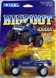 Amazon.com: 1989 Ertl BigFoot 4x4x4 Diecast Monster Truck With Real ...