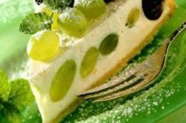 dessert aux raisins frais gâteau au fromage blanc et raisins secs et coulis de miel