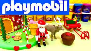 maison du pere noel playmobil playmobil en français le père noël soigne le cerf avec un gâteau