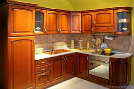 Traditional Medium Wood Golden Kitchen