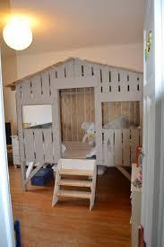 cabane dans la chambre bien choisir un lit cabane pour enfant habitatpresto