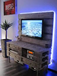 DIY Wood Pallet TV Mount