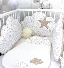 chambre bebe beige tour de lit bébé nuages fille ou garçon 3 grands coussins à