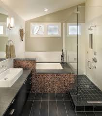 modernes badezimmer fliesen badewanne duschkabine kleine