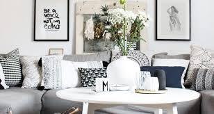 wohnzimmer im boho style mit dekokörben aus seegras schön