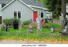 Halloween Cemetery Fence by Halloween Decorations In The Front Yard Of A House On Halloween