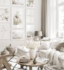 klassische bilderwand wohnzimmer beige weiße holzrahmen