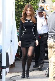 maria menounos photos tight black dress on extra set 16 gotceleb