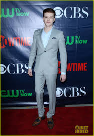 Colton Haynes Halloween 2014 by Colton Haynes U0026 Cam Gigandet Heat Up The Red Carpet At Summer Tca