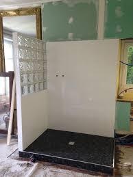 poseur de salle de bain pose de faience dans une salle de bain survl
