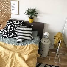 schlafzimmer deko in der trendfarbe senf gelb sophiagaleria