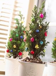 12 Easy Tabletop Christmas Trees