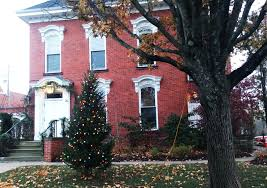 Chagrin Falls decks the halls and streets