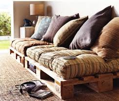 fabriquer coussin canapé canapé en palette de bois