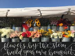Flower Fans Can Build Their Own Bouquets With Sunflowers Dahlias Babys Breath Roses Billowy Ranunculus And Other Regional Finds