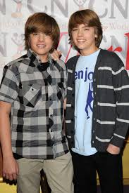dylan sprouse photos photos cast of the suite life on deck