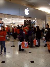 Apple Black Friday Store Promotion Enthusiastic Cyber Monday
