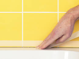 Regrout Bathroom Tile Video by How To Fix Broken Wall Tile And How To Regrout How Tos Diy