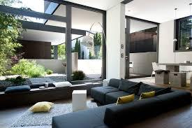 offener wohnbereich mit blick zum garten und garage herrmann