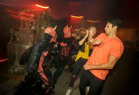 Halloween Theme Parks California by What Every Major Us Theme Park Is Doing For Halloween